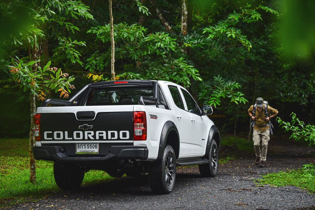 Chevrolet Colorado Trail Boss_R3Q forest hiker 2